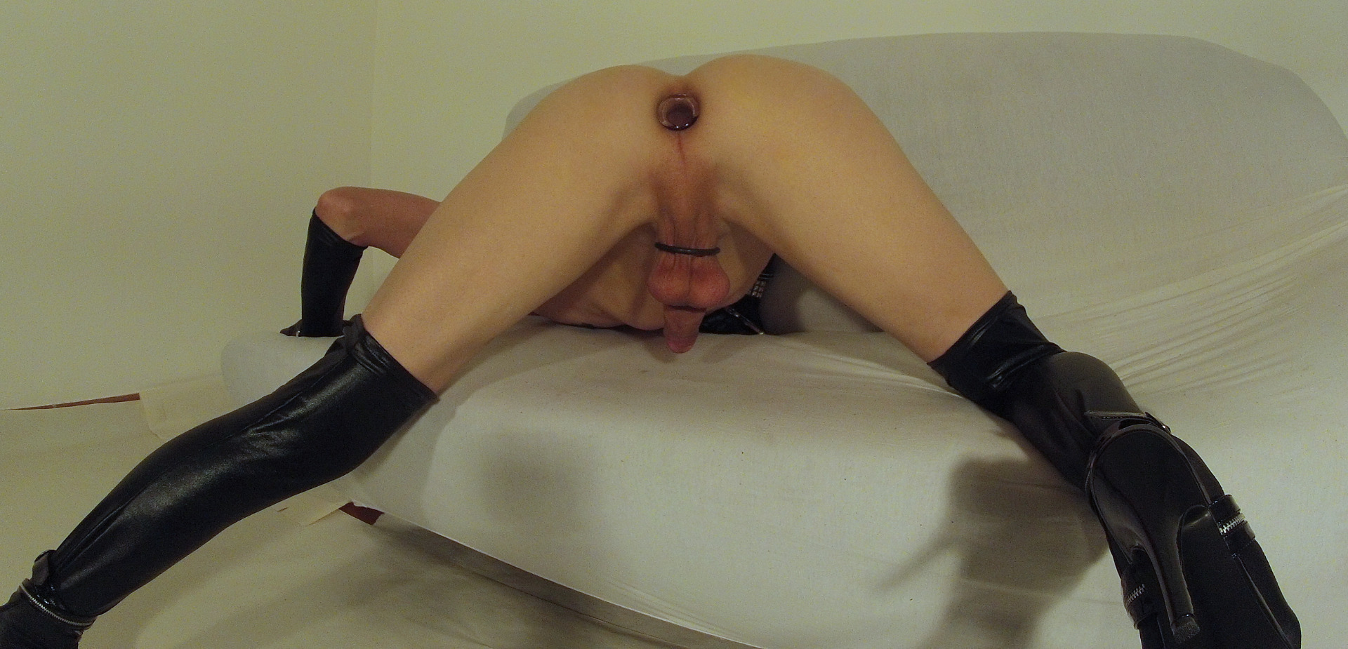 Future porn star Candy Sweet is losing her virginity photo 3
