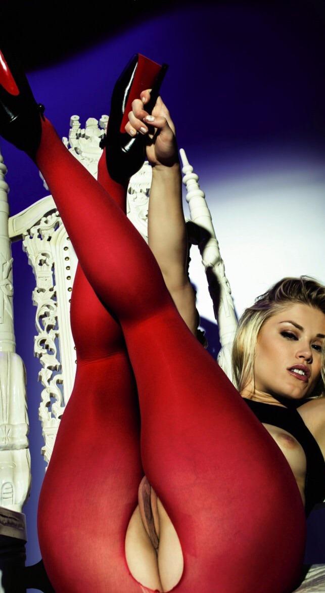 Curvy Latina Luna Star Fucks Desperately photo 3