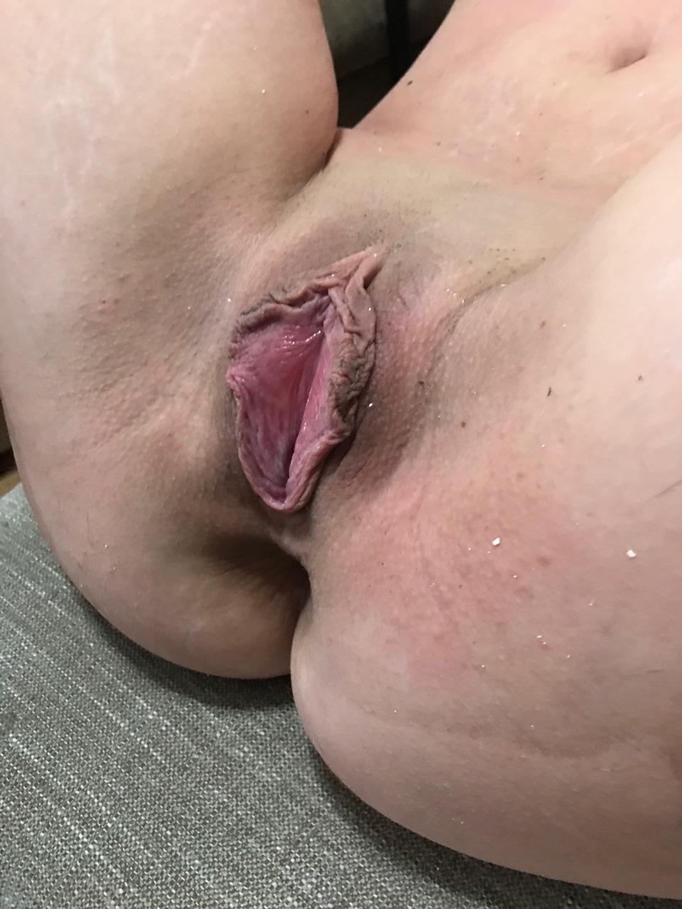 Rough Asian slut Mahiru Tsubaki takes care of her unshaven pussy photo 3